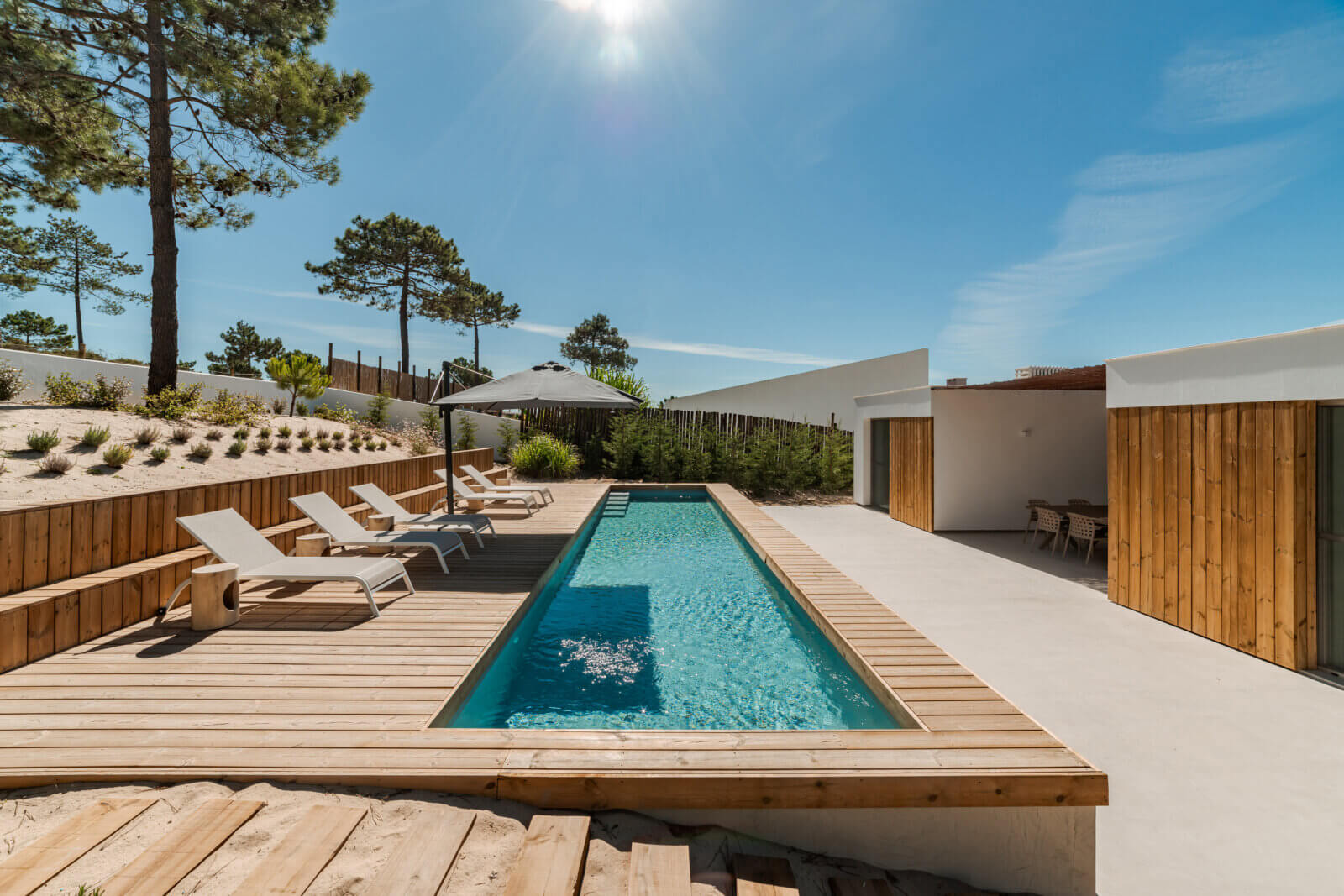 Lignex - Modern house with garden swimming pool and wooden deck